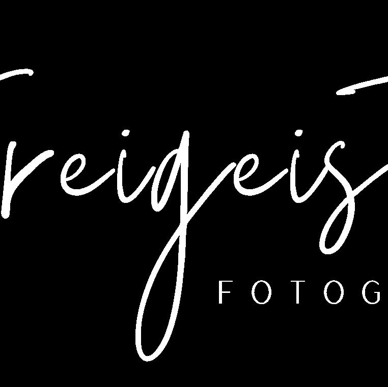 cropped-Pfirsichfarben-und-Schwarz-Bio-und-Feminin-Kunst-_-Design-Logo7-e1600702853814-2.png